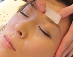不要な部分の眉毛処理
